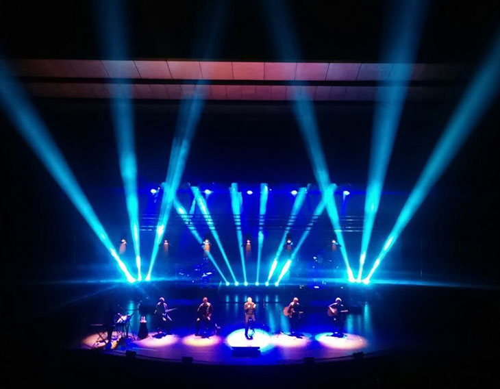 Audiomic ilumina la gira de Jose Luis Perales con Pointe (Robe) y VL3500 (Vari-Lite)