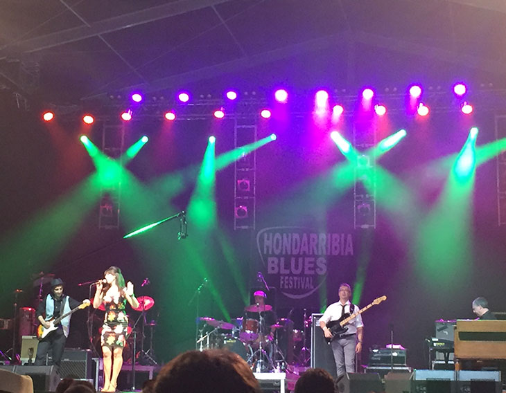 Irudi OTS ilumina el festival de Blues (Hondarribia) con focos Viva (Robe) de EES