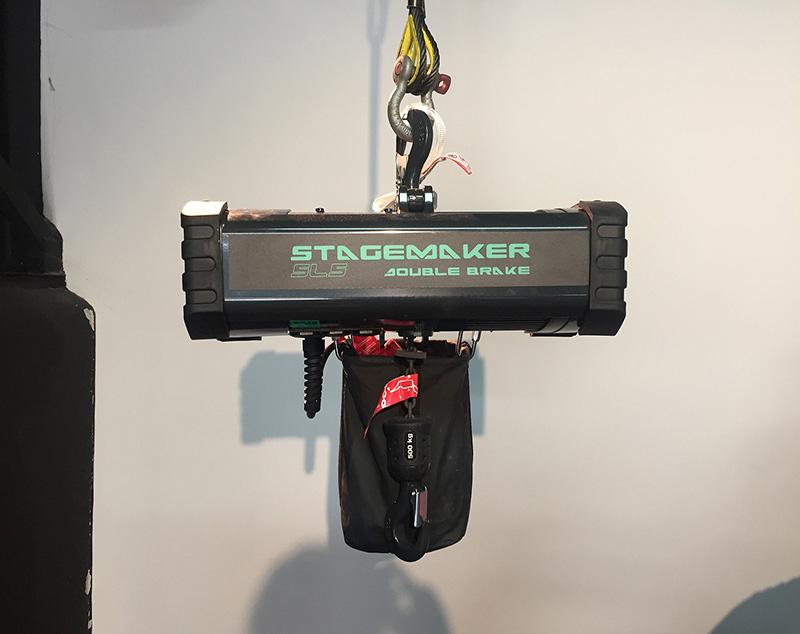 La nueva gama Stagemaker SL atrae a un centenar de miradas tras la pantalla en el marco de nuestro renovado Motor School