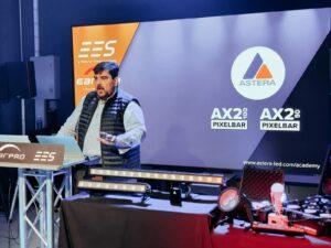 Medio centenar de asistentes apuestan todo al color en la presentación de la nueva AX2 Pixelbar de Astera