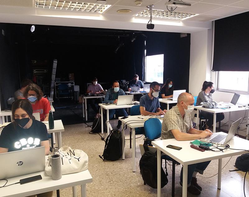 Técnicos en iluminación madrileños perfeccionan sus conocimientos en redes de control de iluminación de la mano de Alejandro Castilla y Luminex